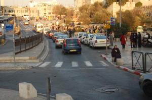 Zona de est a Ierusalimului, locuita, in principal, de palestinieni.